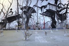 14-AAUFBRUCH-IN-NEUE-WELTEN-Installation-von-Kleinplastiken-Maerei-im-Atelier-2020